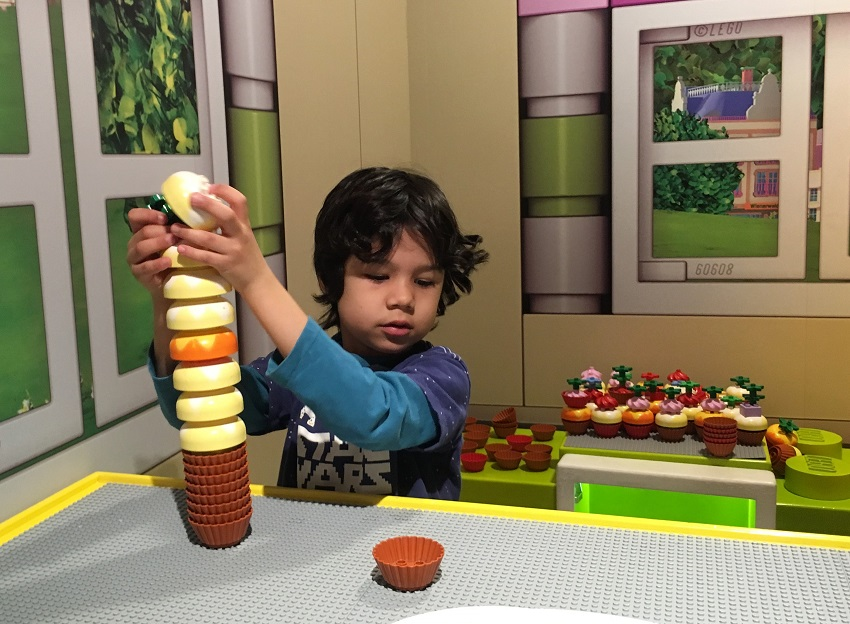 Building giant cupcakes at Lego Discovery Centre